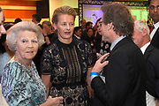 Prinses Mabel en prinses Beatrix tijdens de uitreiking van de derde Prins Friso Ingenieursprijs. De uitreiking vindt plaats op de TU Delft die dit jaar haar 175-jarig jubileum viert. <br /> <br /> Princess Mabel and Princess Beatrix during the award of the third Prince Friso Engineer Award. The ceremony takes place at TU Delft, celebrating its 175th anniversary this year.<br /> <br /> Op de foto / On the photo:  Prinses Mabel en prinses Beatrix met  Ben Feringa - Nobelprijs voor de Scheikunde 2016 /// Princess Mabel and Princess Beatrix with Ben Feringa - Nobel Prize for Chemistry 2016