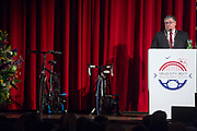 De burgemeester van Nijmegen spreekt tijdens Velo-City. In Nijmegen wordt de internationale conferentie Velo City gehouden. Tijdens het meerdaags congres praten beleidsmedewerkers en de fietsindustrie over het gebruik van de fiets in het dagelijks leven. Daarnaast zijn er tal van fietsgerelateerde activiteiten.<br /> <br /> In Nijmegen the bike related congress Velo City 2017 is held. From all over the world people come to talk about the use of the bicycle as a way of transportation.