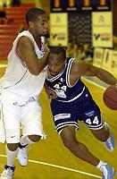 BLNO, Basket, herrer. Kongsberghallen  06.10.02. Kongsberg Penguins mot Vålerenga Kings (85-83). Darnell McCulloch. (Penguins, med ballen).<br /> Foto: Geir Egil Skog, Digitalsport