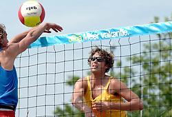 18-06-2006 VOLLEYBAL: CITY BEACH TOUR: GOUDA<br /> De finales van de City Beach! Tour stond dit weekend op de markt van Gouda / Jochem de Gruijter<br /> ©2006-WWW.FOTOHOOGENDOORN.NL