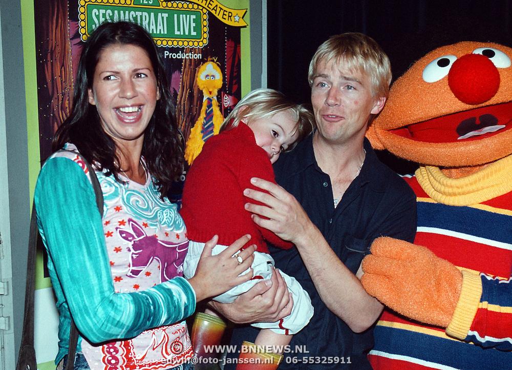 Premiere Sesamstraat Live Den Haag, Isa Hoes, Anthonie Kamerling met zoon Merlijn