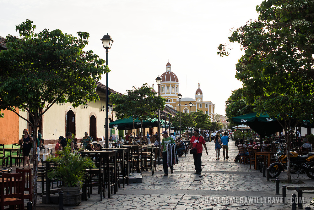 Calle La Calzada is a main street in Granada that runs from Parque Central directly to the waterfront of Lake Nicaragua. It features a number of monuments as well as being a hub for bars and restaurants.