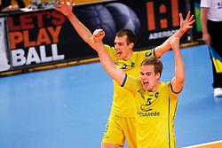 20150426 NED: Eredivisie Landstede Volleybal - Abiant Lycurgus, Zwolle<br />Wouter ter Maat (8) of Landstede Volleybal, Wessel Blom (5) of Landstede Volleybal<br />©2015-FotoHoogendoorn.nl / Pim Waslander