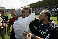 Firenze 29-5-05<br />Fiorentina Brescia Campionato Serie A 2004 2005<br />nella  foto Zoff festeggiato a fine partita<br />Foto Snapshot / Graffiti