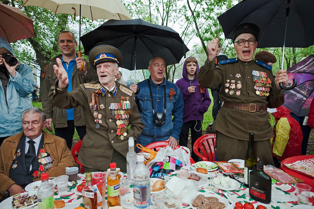 Moscow, Russia, 09/05/2012..Military veterans singing Soviet era songs as Russian World War Two veterans and well-wishers gather in Gorky Park during the countrys annual Victory Day celebrations.