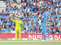 Cricket - 2019 ICC Cricket World Cup - Group Stage: India vs. Australia<br /> <br /> Australia's Steve Smith unsure of his fielding position, at The Kia Oval.<br /> <br /> COLORSPORT/ASHLEY WESTERN
