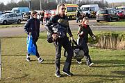 De Hollandse 100 op FlevOnice, een sportief evenement ter ondersteuning van onderzoek naar lymfeklierkanker. Een oer-Hollandse duatlon bestaande uit twee onderdelen: schaatsen en fietsen. <br /> <br /> The Dutch 100 on FlevOnice, a sporting event to support research into lymphoma. A traditional Dutch duathlon consisting of two components: skating and cycling.<br /> <br /> Op de foto:   Prins Maurits aan het schaatsen met zijn zoon en dochter