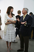 Stephanie Seymour and Larry Gagosian, Jeff Koons: Hulk Elvis. private view. Gagosian Gallery. 18 1une 2007.  -DO NOT ARCHIVE-© Copyright Photograph by Dafydd Jones. 248 Clapham Rd. London SW9 0PZ. Tel 0207 820 0771. www.dafjones.com.