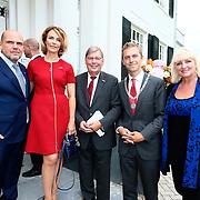 NLD/Laren/20150826 - Koningin Maxima opent Papageno Huis te Laren, Jaap van Zweden en partner Aaltje van Zweden-van Buren