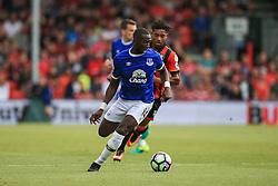 Yannick Bolasie of Everton puts Bournemouth under pressure - Mandatory by-line: Jason Brown/JMP - 24/09/2016 - FOOTBALL - Vitality Stadium - Bournemouth, England - AFC Bournemouth v Everton - Premier League