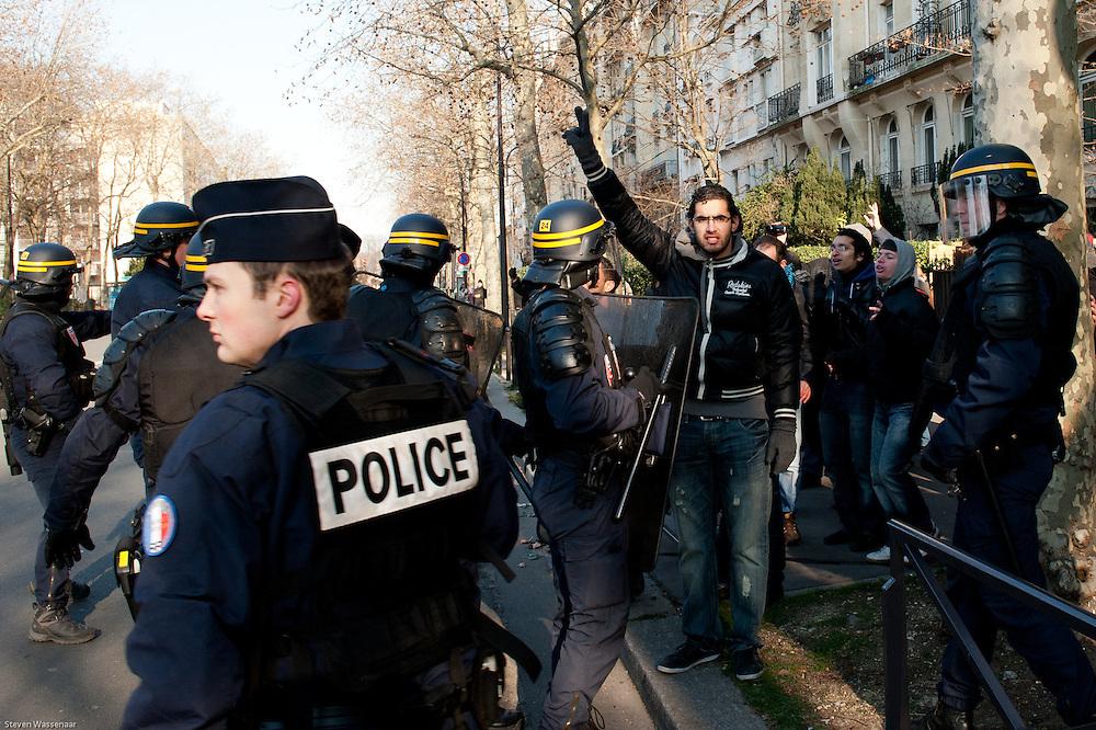 Anti and pro Bachar Al Assad demonstators clash before Russian Ambassy, Paris, France.