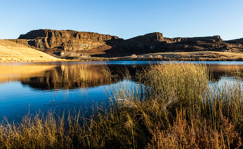 A view of the shoreline and cliffs above Ancient lake in Potholes Coulee, Central Washington State, USA.