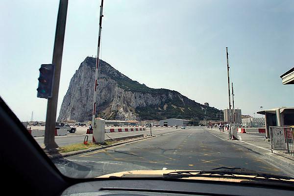 Spanje, Gibraltar, 8-6-2006..Uitzicht op de rots vanaf de grensovergang op het vliegveld.Komend vanuit het Spaanse La Linea. ..Britse kroonkolonie. Spanje wil de rots terug...Foto: Flip Franssen