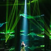 NLD/Hilversum/20160109 - 4de live uitzending The Voice of Holland 2015, optreden Naam de Steenwinkel
