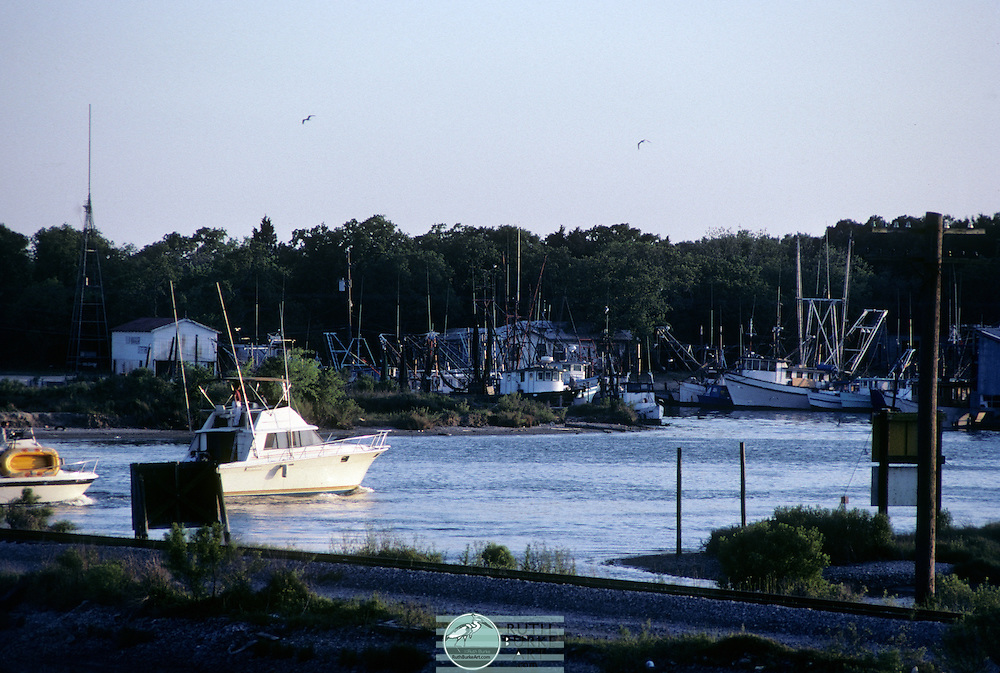 1983 Kemah-boats passing by old Shrimp Boat harbor near railroad bridge