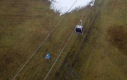 THEMENBILD - eine Schneekanone auf einer gruenen Wiese und eine Liftgondel, aufgenommen am 05. Dezember 2018 in Kaprun, Österreich // a snow making machine on a green meadow with a lift gondola, Kaprun, Austria on 2018/12/05. EXPA Pictures © 2018, PhotoCredit: EXPA/ JFK