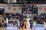 DESCRIZIONE : Roma Lega A 2011-12 Acea Roma Montepaschi Siena <br /> GIOCATORE : clay tucker<br /> CATEGORIA : ultimo tiro<br /> SQUADRA :  Acea Roma Montepaschi Siena<br /> EVENTO : Campionato Lega A 2011-2012<br /> GARA :  Acea Roma Montepaschi Siena<br /> DATA : 26/02/2012<br /> SPORT : Pallacanestro<br /> AUTORE : Agenzia Ciamillo-Castoria/GiulioCiamillo<br /> Galleria : Lega Basket A 2011-2012 <br /> Fotonotizia :  Romna Lega A 2011-12 Acea Roma Montepaschi Siena<br /> Predefinita :