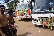 Dekorerade bussar för hinudiska pilgrimer på väg till det heliga templet i Sabarimala. För att helt uppgå i pilgrimsvandringen, ge upp sitt eget ego och för att hedra Lord Ayyappa, målar pilgrimerna sina kroppar och bär vapen i trä. Traditionen kallas pettatullal. Både hinduer och muslimer anser att Erumely är en helig stad.  <br /> <br /> Decorated busses for Hindu pilgrims on the way to Sabarimala. In order to give up their egos and to surrender to Lord Ayyappa, the Hindu pilgrims paint their bodies and carry weapons made of wood on the way to Sabarimala. Erumely is considered holy by both Hindus and Muslims.<br /> <br /> Copyright 2016 Christina Sjögren, All Rights Reserved