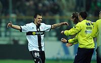 """Esultanza di Valeri BOJINOV Parma dopo il gol 1-0.<br /> Parma, 24/03/2010 Stadio """"Tardini""""<br /> Parma-Milan.<br /> Campionato Italiano Serie A 2009/2010<br /> Foto Nicolo' Zangirolami Insidefoto"""