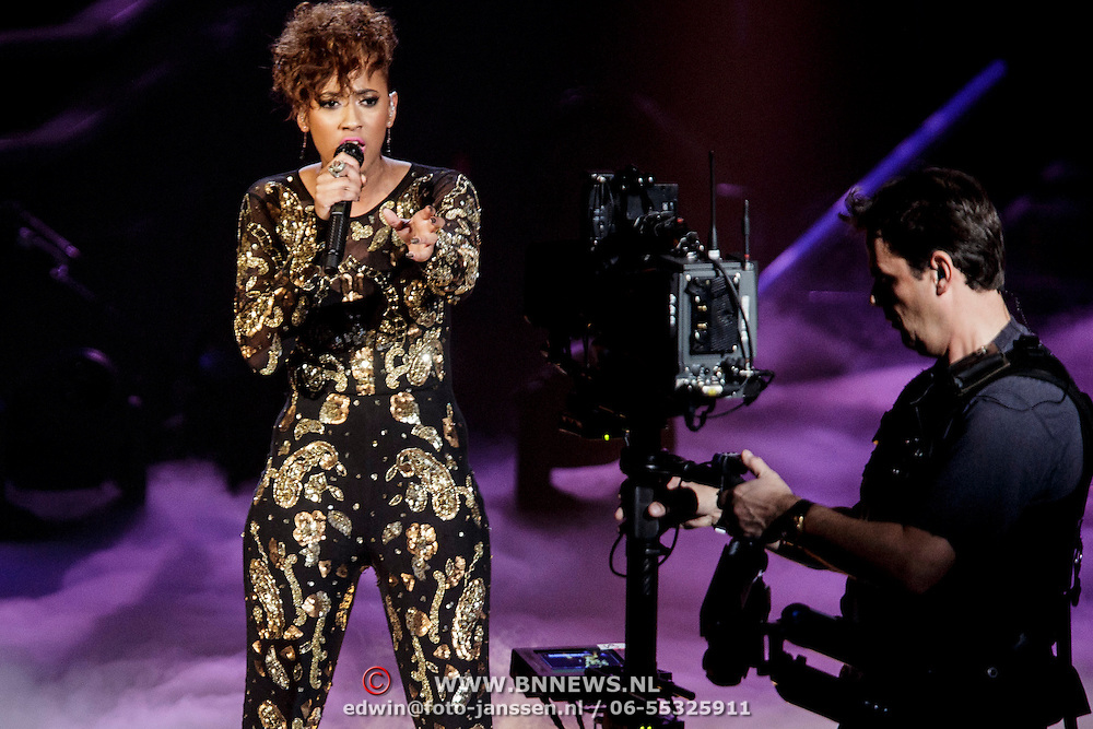 NLD/Hilversum/20141114 - The Voice of Holland 1e show, Kimberly Janice