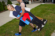 John West carries a life-sized cutout of U.S. Democratic presidential candidate Hillary Clinton at a campaign event in Des Moines, Iowa, United States, June 14, 2015. REUTERS/Jim Young   -