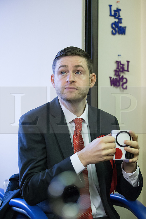 © Licensed to London News Pictures . 01/12/2015 . Oldham , UK . Candidate JIM MCMAHON talking to patients at Royton Medical Centre in Oldham , as part of Labour's campaign for the seat of Oldham West and Royton , following the death of sitting MP Michael Meacher . Photo credit : Joel Goodman/LNP