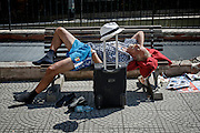 Un uomo riposa su una panchina a pochi metri dal Vaticano, Roma 7 luglio 2016. Christian Mantuano / OneShot<br /> <br /> A man rests on bench near the Vatican, Rome 7, july 2106.Christian Mantuano / OneShot