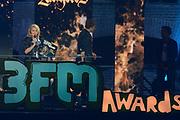 De 3FM Awards 2014 in de Gashouder, Amsterdam.<br /> <br /> Op de foto:  Miss Montreal - Sanne Hans wint de award voor beste zangeres