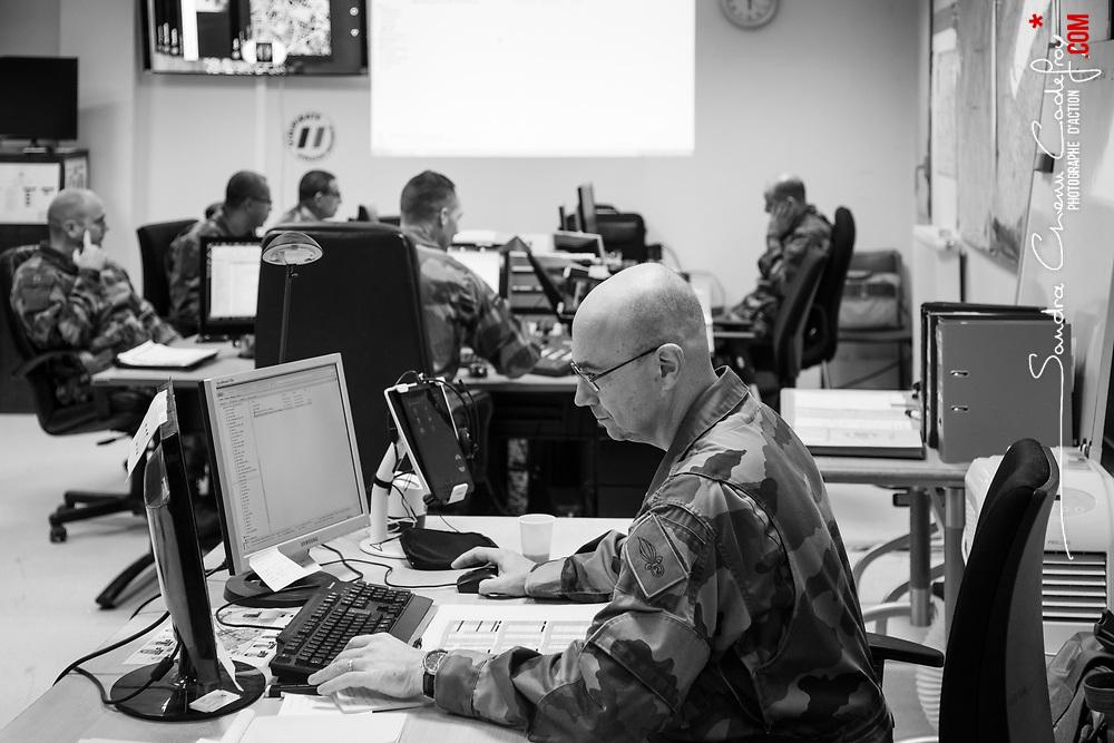 samedi 26 novembre 2016, 19h00, Vincennes. Militaire du 2ème Régiment Etranger d'Infanterie au centre opérations de l'Etat Major Tactique Zonal.