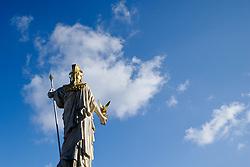 THEMENBILD - Parlament an einen Sonnentag im Jaenner. Der Bau des Parlaments, damals Reichsrat genannt, begann 1861 unter Architekt Theophil Hansen und wurde 1883 fertiggestellt.  das Bild wurde am 25. Jaenner 2012 aufgebommen, im Bild Rueckseite Statue Pallas Athene Wolken, blauer Himmel, AUT, EXPA Pictures © 2012, PhotoCredit: EXPA/ M. Gruber