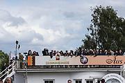Pferdesport: 148. Deutsches Galopp Derby, Hamburg, 02.07.2014<br /> Zuschauer, Feature<br /> © Torsten Helmke