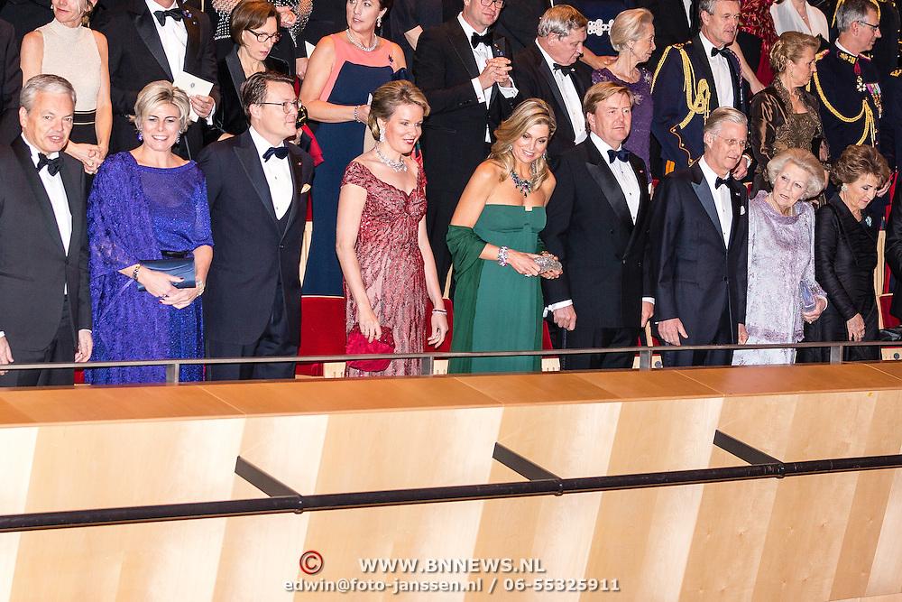NLD/Amsterdam/20161129 - Staatsbezoek dag 2, contraprestatie Belgische koningspaar, Minister van Buitenlandse zaken Didier Reynders, prinses Laurentien, prins Constantijn, Koningin Mathilde, Koningin Maxima, Koning Willem Alexander, Koning Filip, en prinses Beatrix, prinses Margriet