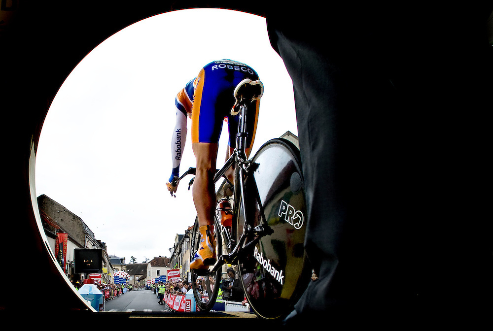 France, Cerilly, 26-07-2008.<br /> Cycling, Tour de France.<br /> Sebastian Langeveld the dutch rider of the Rabobank squad is leaving the start ramp for the time trial.<br /> Photo: Klaas Jan van der Weij