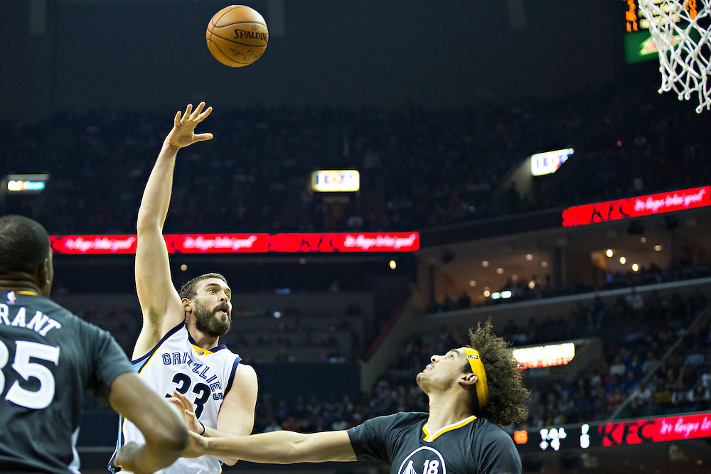 MEMPHIS, TN - DECEMBER 10:  Marc Gasol #33 of the Memphis Grizzlies shoots a hook shot over Anderson Varejao #18 of the Golden State Warriors at the FedExForum on December 10, 2016 in Memphis, Tennessee.  The Grizzlies defeated the Warriors 110-89.  NOTE TO USER: User expressly acknowledges and agrees that, by downloading and or using this photograph, User is consenting to the terms and conditions of the Getty Images License Agreement.  (Photo by Wesley Hitt/Getty Images) *** Local Caption *** Marc Gasol; Anderson Varejao