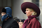 Koning Willem-Alexander, koningin Maxima, president Halimah Yacob van de Republiek Singapore en haar echtgenoot Mohamed Abdullah Alhabshee tijdens de welkomstceremonie op de Dam bij het Koninklijk Paleis. <br /> <br /> King Willem-Alexander, Queen Maxima, President Halimah Yacob of the Republic of Singapore and her husband Mohamed Abdullah Alhabshee during the welcome ceremony on the Dam at the Royal Palace. <br /> Op de foto / On the photo: koningin Maxima en Mohamed Abdullah Alhabshee<br /> <br /> Queen Maxima en Mohamed Abdullah Alhabshee