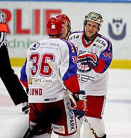 Ishockey , 04. oktober 2007 , GET-Ligan , Sparta - Vålerenga , Kenneth Larsen Vålerenga , Lars Erik Lund Vålerenga ,  Larsen har scoret 6-1 og gratuleres av Lund ,  Foto: Thomas Andersen , Digitalsport