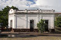 EDIFICIO TIPICO EN ESQUINA, CALLE CASEROS, CIUDAD DE SALTA, PROV. DE SALTA, ARGENTINA
