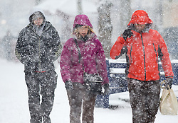 © under license to London News Pictures.  18/12/2010. Shoppers battle through heavy falling snow in Reading, Berkshire today (18/12/2020) on the last weekend of shopping before Christmas.  Severe weather is expected to hit the whole of the UK this weekend. Photo credit should read Sam Long/ London News Pictures