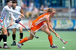 06-06-2011 HOCKEY: NEDERLAND - AZERBEIDZJAN: UTRECHT<br /> Daphne van der Velden<br /> ©2011-FotoHoogendoorn.nl