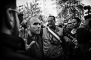 La polizia invita i responsabile di casapound ad interrompere il sit-in non autorizzato di solidarieta' per il pestaggio di un pensionato nel quartiere Serpentara-Fidene,. Roma 14 Novembre 2014.  Christian Mantuano / OneShot
