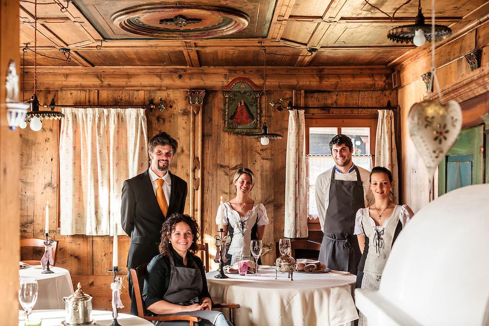 26 NOV 2011 - Sappada (BL) - Ristorante Laite - Lo staff: Fabrizia Meroi, chef (seduta), Roberto Brovedani, sommelier