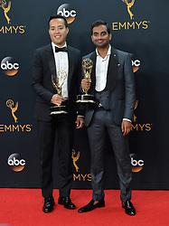 Aziz Ansari & Alan Yang  im Press Room bei der Verleihung der 68. Primetime Emmy Awards in Los Angeles / 180916<br /> <br /> *** 68th Primetime Emmy Awards in Los Angeles, California on September 18th, 2016***