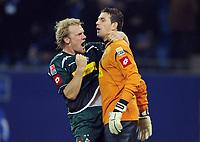Fotball<br /> Tyskland<br /> Foto: Witters/Digitalsport<br /> NORWAY ONLY<br /> <br /> 31.10.2009<br /> <br /> Schlussjubel v.l. Tobias Levels, Torwart Logan Bailly Gladbach<br /> <br /> Bundesliga Hamburger SV - Borussia Mönchengladbach 2:3