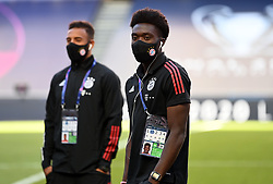 LISBON, PORTUGAL - Sunday, August 23, 2020: Alphonso Davies of FC Bayern Munich, wearing a face mask, on the pitch before the UEFA Champions League Final between FC Bayern Munich and Paris Saint-Germain at the Estadio do Sport Lisboa e Benfica. (Credit: ©UEFA)