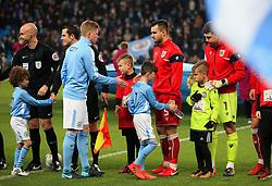 Kevin De Bruyne of Manchester City shakes hands with Bailey Wright - Mandatory by-line: Matt McNulty/JMP - 09/01/2018 - FOOTBALL - Etihad Stadium - Manchester, England - Manchester City v Bristol City - Carabao Cup Semi-Final First Leg