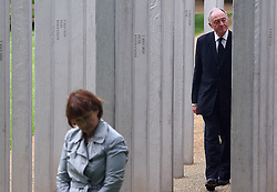 © under license to London News Pictures. London.  07/07/2011. Former Mayor of London Ken Livingstone and former Secretary for the Department of Culture Media and Sport Tessa Jowell. People pay their respects to the victims of the 7/7 bombings in London today (Thurs) by the Hyde Park Memorial on the 6th anniversary of the tragedy. See special instructions. Mandatory credit Neil Hall/London News Pictures.