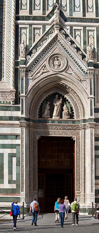 Tourists by Il Duomo di Firenze, Cathedral of Florence, and the Baptistry in Piazza di San Giovanni, Tuscany, Italy