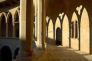 Spanien Spain,Mallorca Balearen....Palma de Mallorca....Castell de Bellver, gothische Arkaden im Innenhof....Castell de Bellver (Castle), gothic arcades........