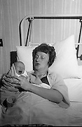 Beatrice Behan and her newborn daughter, at the Rotunda Hospital, Dublin.<br /> 29.11.1963