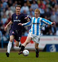 Photo. Jed Wee, Digitalsport<br /> NORWAY ONLY<br /> <br /> Huddersfield Town v Lincoln City, Nationwide League Division Three Playoff Semi-finals Second Leg, 19/05/2004.<br /> Huddersfield's Jonathan Worthington (R) takes on Lincoln's Peter Gain.